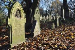 Vieux cimetière anglais traditionnel Photographie stock libre de droits