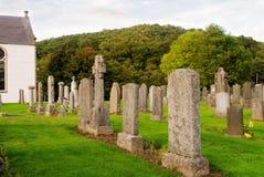 Vieux cimetière dans la cimetière écossaise de pays Photographie stock