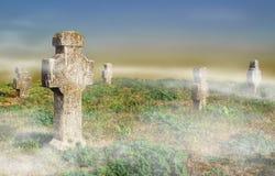 Vieux cimetière en brume Photos stock