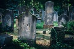 Vieux cimetière juif historique à Wroclaw, Pologne Fond pour la conception et le texte de Halloween image libre de droits