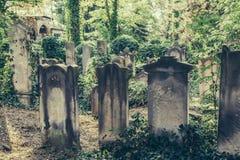 Vieux cimetière juif historique à Wroclaw, Pologne Fond pour la conception et le texte de Halloween image stock