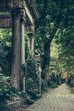 Vieux cimetière juif historique à Wroclaw, Pologne Fond pour la conception et le texte de Halloween photographie stock