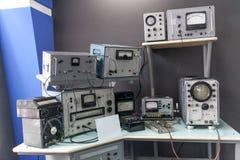 Vieux circuits d'usine de télévision et d'appareil de radio photographie stock libre de droits