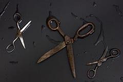 Vieux ciseaux de tailleurs Images libres de droits