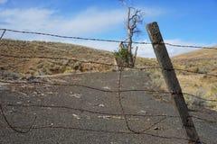 Vieux clôturé outre de la route Photos libres de droits