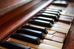 vieux clavier de piano cassé Images stock