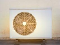 Vieux climatiseur de compresseurs Images stock