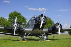 Vieux clous historiques JU 52 d'avions Photo stock