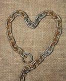 Vieux coeur à chaînes avec le tissu de jute Image libre de droits