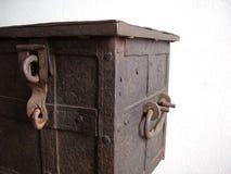 Vieux coffre ou cas de déplacement Photos stock