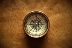 Vieux compas et papier Photos libres de droits