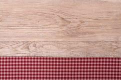 Vieux conseil en bois avec le tissu à carreaux Photos libres de droits
