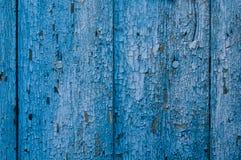 Vieux conseil en bois bleu avec des fissures Images stock