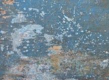 Vieux conseil en bois peint dans le bleu, avec des fissures et des taches blanches aléatoires Images libres de droits