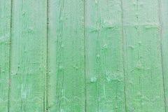 Vieux conseils en bois colorés par vert Images stock