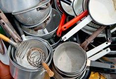 Vieux cookware émaillé et en aluminium Photo libre de droits