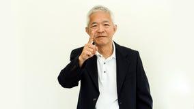 Vieux costume occasionnel asiatique d'homme supérieur avec le visage et la main heureux g Photos libres de droits