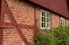 Vieux cottage de brique rouge Image stock
