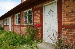 Vieux cottage de brique rouge Photo stock