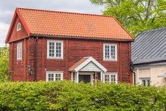 Vieux cottage rouge en Suède Photo stock