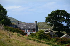 Vieux cottage sur Hillside Image stock