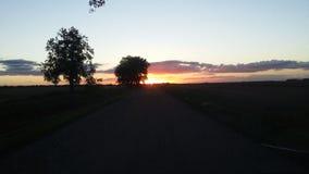 Vieux coucher du soleil de chemin de terre image libre de droits