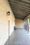 Vieux couloir extérieur Image stock