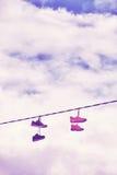 Vieux coup de chaussures sur le fil Photos libres de droits