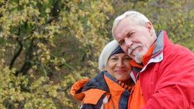 Vieux couples affectueux Photos stock