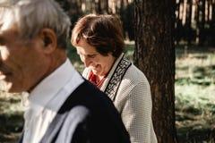 Vieux couples affectueux Image horizontale photos libres de droits