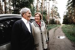 Vieux couples affectueux Image horizontale image stock