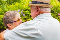 Vieux couples dans l'amour Images libres de droits