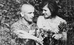 Vieux couples de photographie de vintage dans l'amour Images libres de droits
