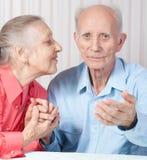 Vieux couples positifs heureux Photographie stock libre de droits