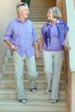 Vieux couples sur des escaliers Photo libre de droits