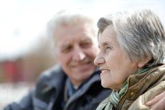 Vieux couples sur une promenade Photographie stock