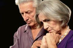 Vieux couples tristes Photographie stock