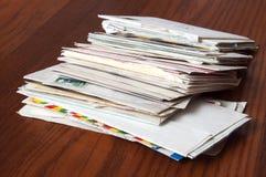 Vieux courrier : Lettres et Enveloppe Photo stock