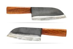 Vieux couteau de cuisine avec la poignée en bois d'isolement sur le fond blanc Chemin de coupure photos stock