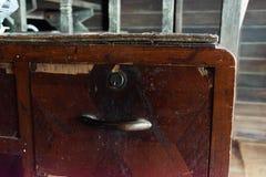 Vieux cru de table image stock