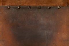 Vieux cuir superficiel par les agents rayé cloué Image stock