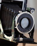 Vieux détail d'obturateur de caméra de pliage photographie stock libre de droits