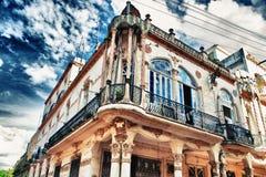 Vieux détail de bâtiment de La Havane contre le ciel bleu Photo libre de droits
