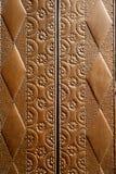 Vieux détail gravé en relief de trappe d'église de cru en laiton Photos stock