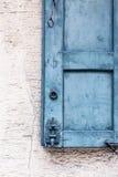 Vieux détails en bois de volet de fenêtre Photos stock