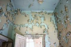 Vieux de fenêtre de porte ruiné Image libre de droits