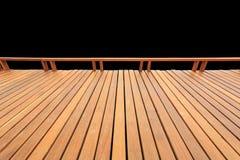 Vieux decking ou plancher en bois extérieur d'isolement sur le noir économisé images stock
