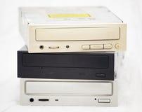 Vieux disques compacts-ROM dans une pile images stock