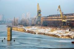 Vieux docks et grues Image libre de droits