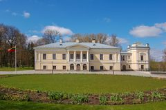 Vieux domaine de Balinski dans Jasiunai, près de Vilnius, la Lithuanie Depuis 1824 photographie stock libre de droits